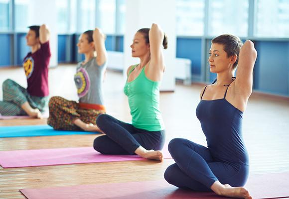 20 Beneficii Cheie pe care le ai când practici yoga