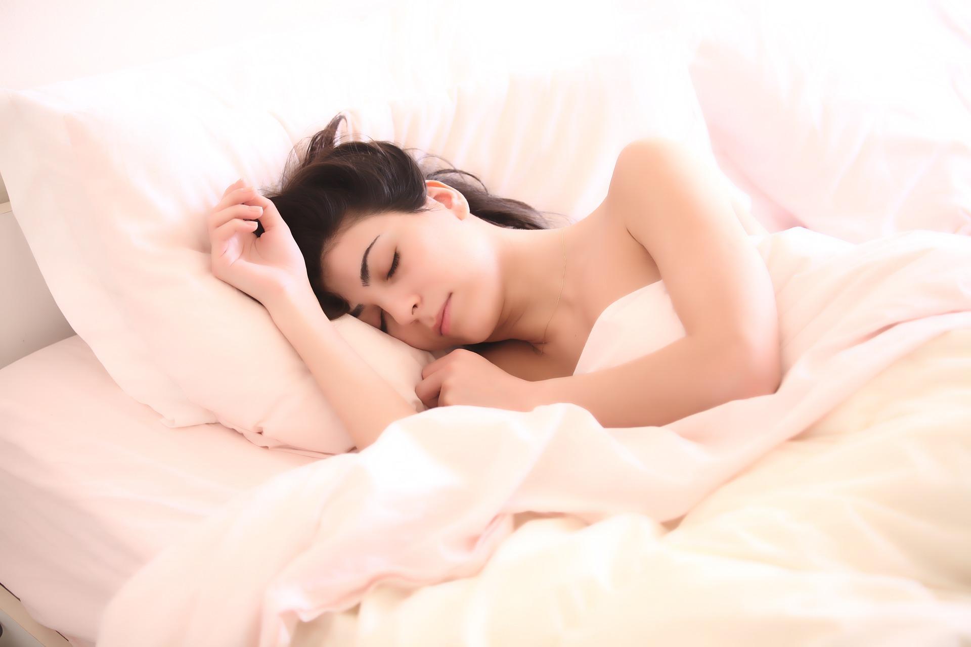Recomandari YOGA pentru un somn mai bun – Adio insomnie