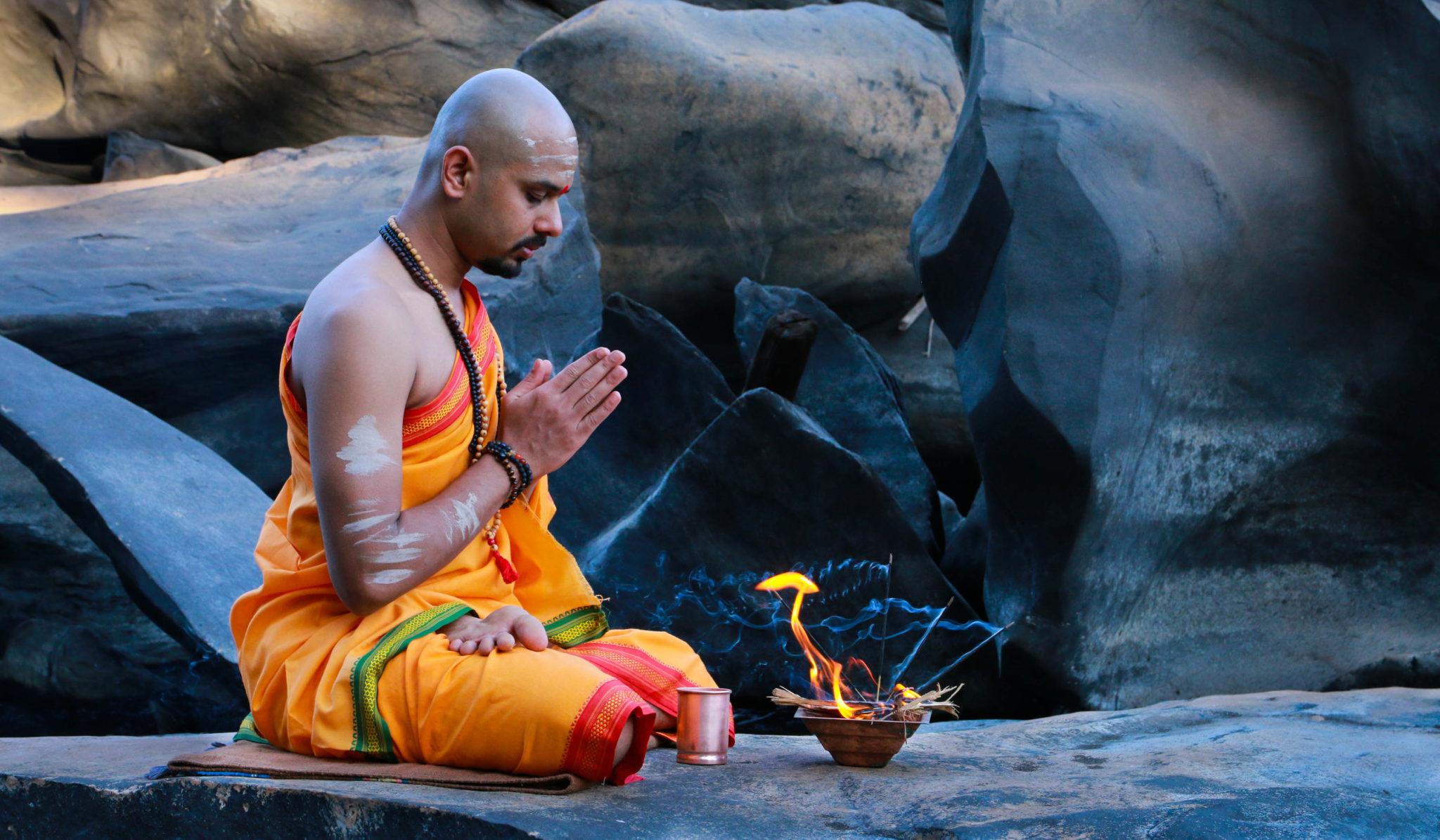 Am deschis Inregistrarile! 200 H Yoga Teacher Training – Awaken The Yoga Teacher Within You