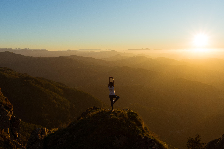 Care este diferența dintre yoga și asane?